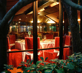 La Pineda A traditional restaurant right on the Castelldefels motorway. It has a normal, a la carte menu, daily specials and pizzas. It is spacious, with private rooms for celebrating special occasions of all kinds.  Go to website.