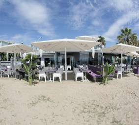 Tibu-Ron The coolest restaurant and beach club. The only raised terrace in Castelldefels facing the sea, it's a glamorous and Ibizan environment for everyone, no matter how deep their pockets. The mojitos are impossible to resist.  Go to website.